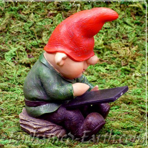 Garden Art Plus: Vivid Arts Miniature World Plus Size- The LeafPad Gnome